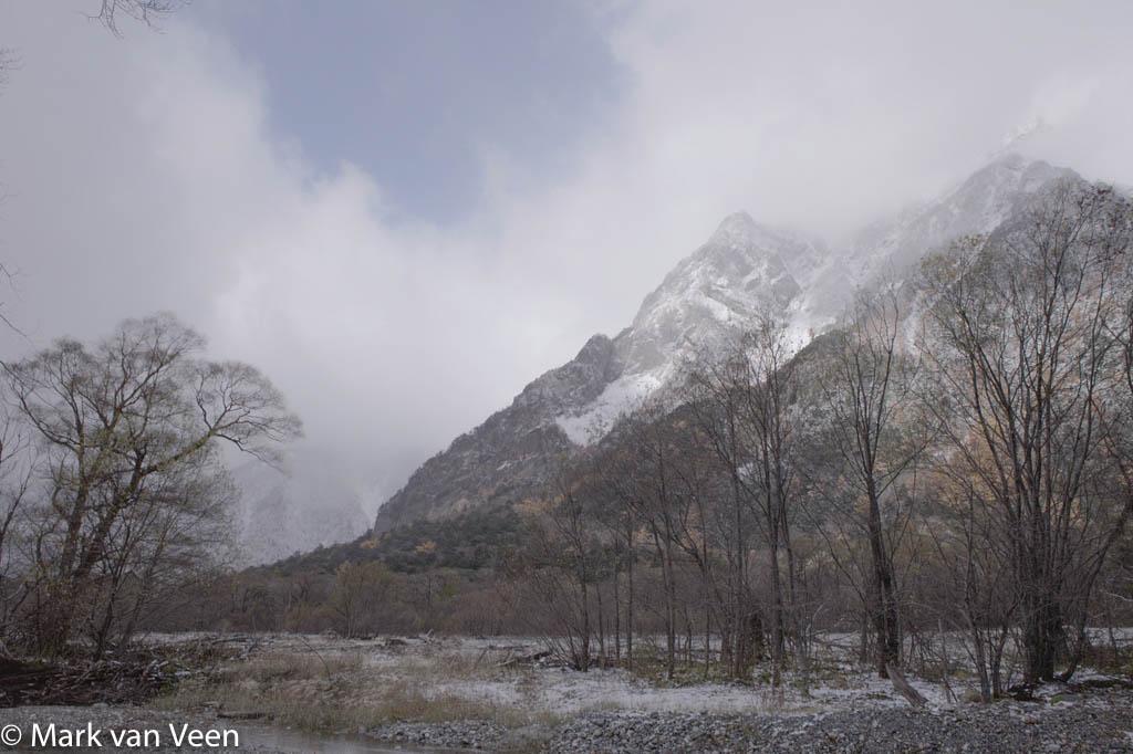 De oorspronkelijke HDR-opname van de Japanse Alpen zonder nabewerking.