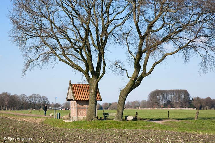Kapelletje bij Karmelietessenklooster in Zenderen.