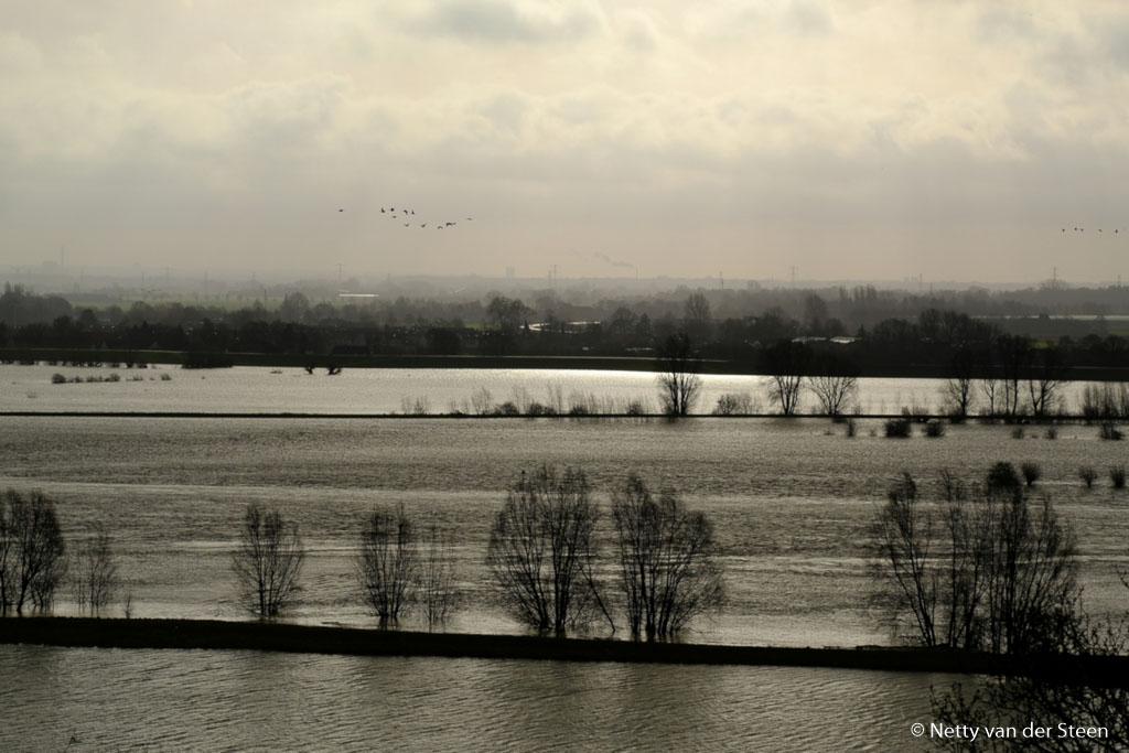 Fotobespreking thema '(Hoog) Water': Netty en Gonnie