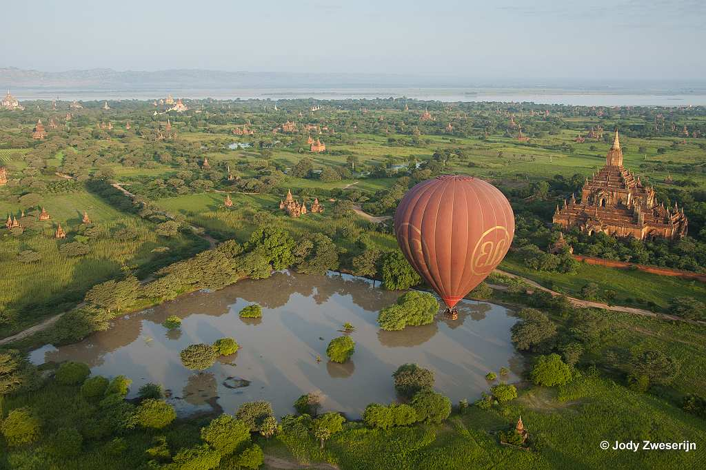 In een luchtballon over Bagan