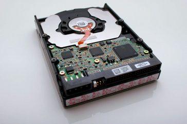 De klassieke harde schijf is nog steeds goedkoper dan een SSD.