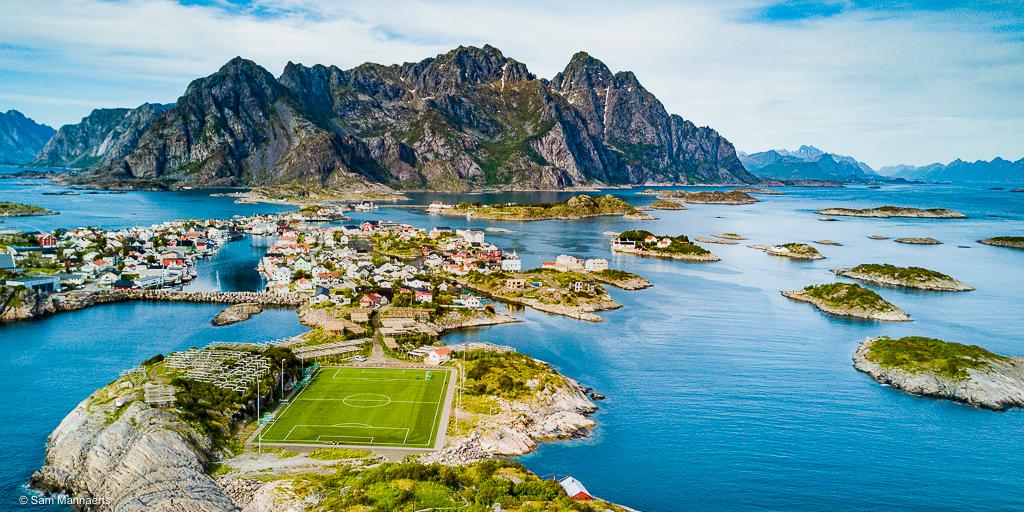 Voetbalveld in de Lofoten