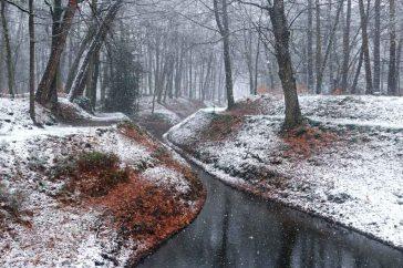 Kroondomein Het Loo met zicht op de spreng Scheerbeek in de winter.