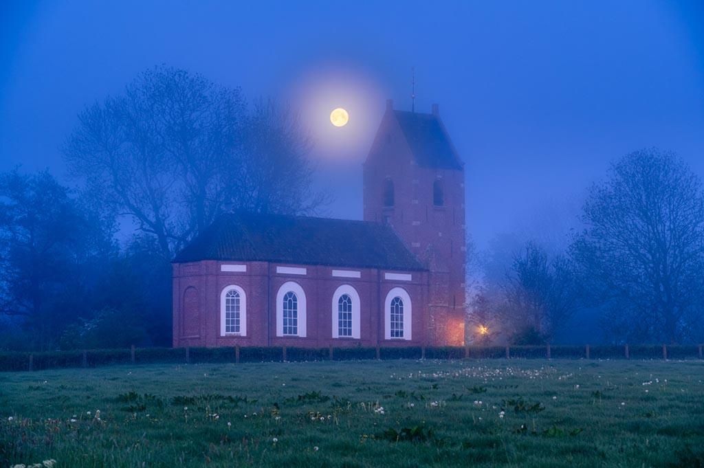 Ezinge in de mist